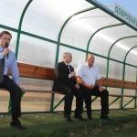 """03.10.09.2011 Adam Hofman , Jarosław Kaczyński , Jan Tomaszewski na boisku Klubu Sportowego """" Przyszłość """"."""