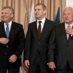 02.07.2011 WARSZAWA , od lewej: były prezydent Aleksander Kwaśniewski, przewodniczący SLD Grzegorz Napieralski , były premier Leszek Miller podczas konferencji prasowej na temat inauguracji Polskiej Prezydencji w Radzie Unii Europejskiej .