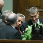 19.07.2006 Warszawa, Sejm. Roman Giertych i Andrzej Lepper po expose nowego premiera Jarosława Kaczyńskiego ( tyłem ).