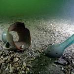 Niby śmieci, a jednak pod wodą cieszą oko i pobudzają wyobraźnię.