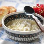 """Winna zupa z twarogiem dla miesięcznika """" Kuchnia """". Stylizacja Junona Grynberg. Publikacja wrzesień 2008r."""